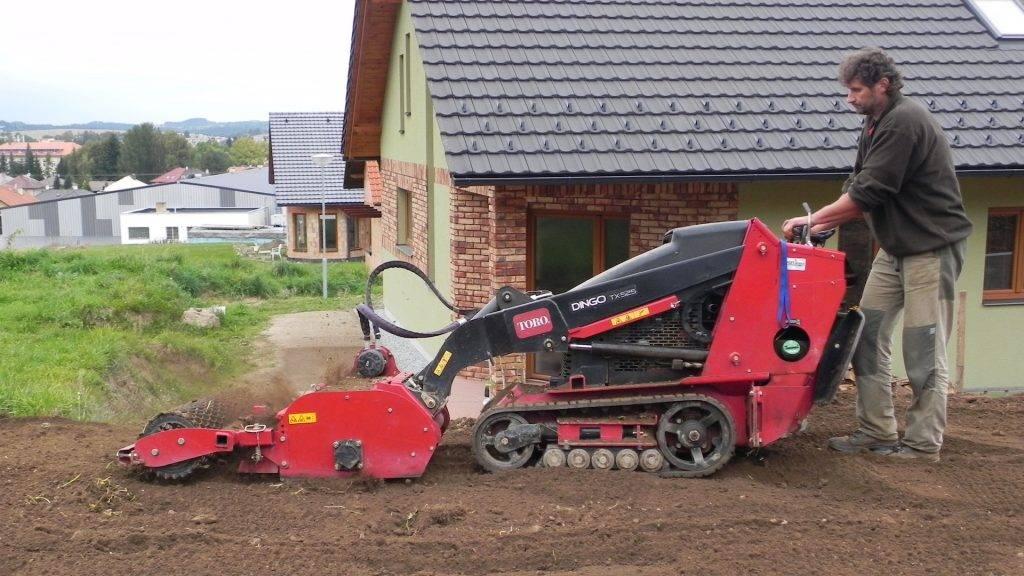 Zahradní stroj Dingo | Zahrady Laurus